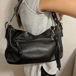 Like New! Coach leather Zip closure shoulder bag